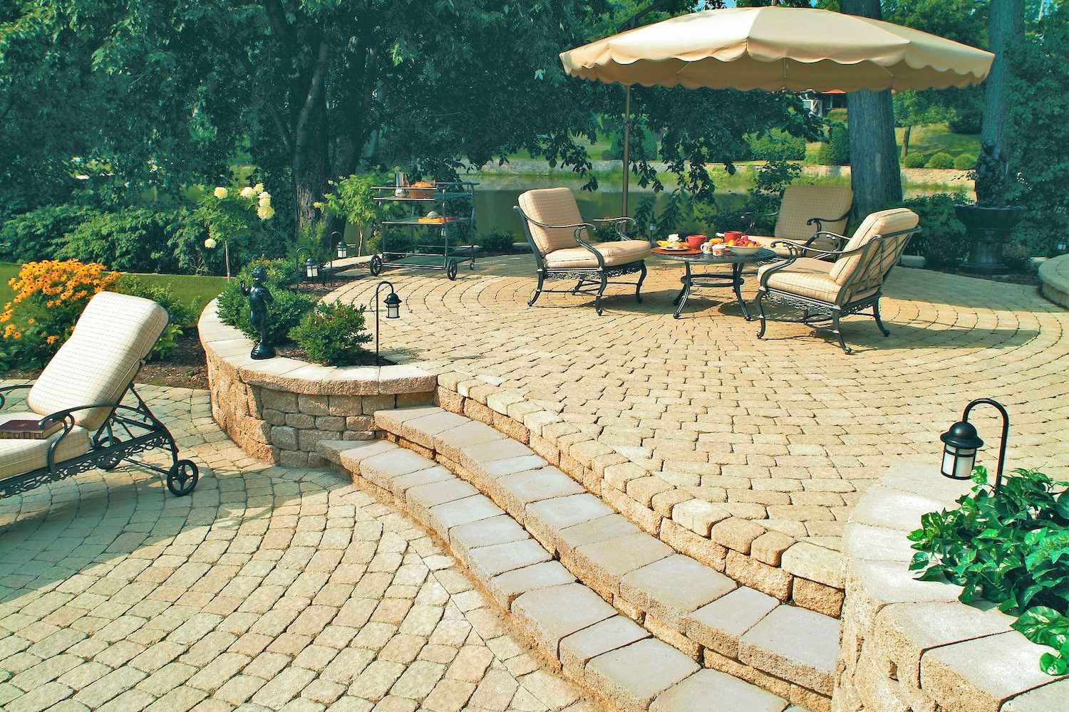 cobble-patio-paving-with-steps-and-retaining-wall