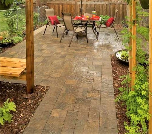 patio-in-flagstone-paving-in-a-mix-of-sizes