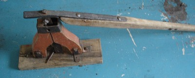 Cart jack with lynch pin puller
