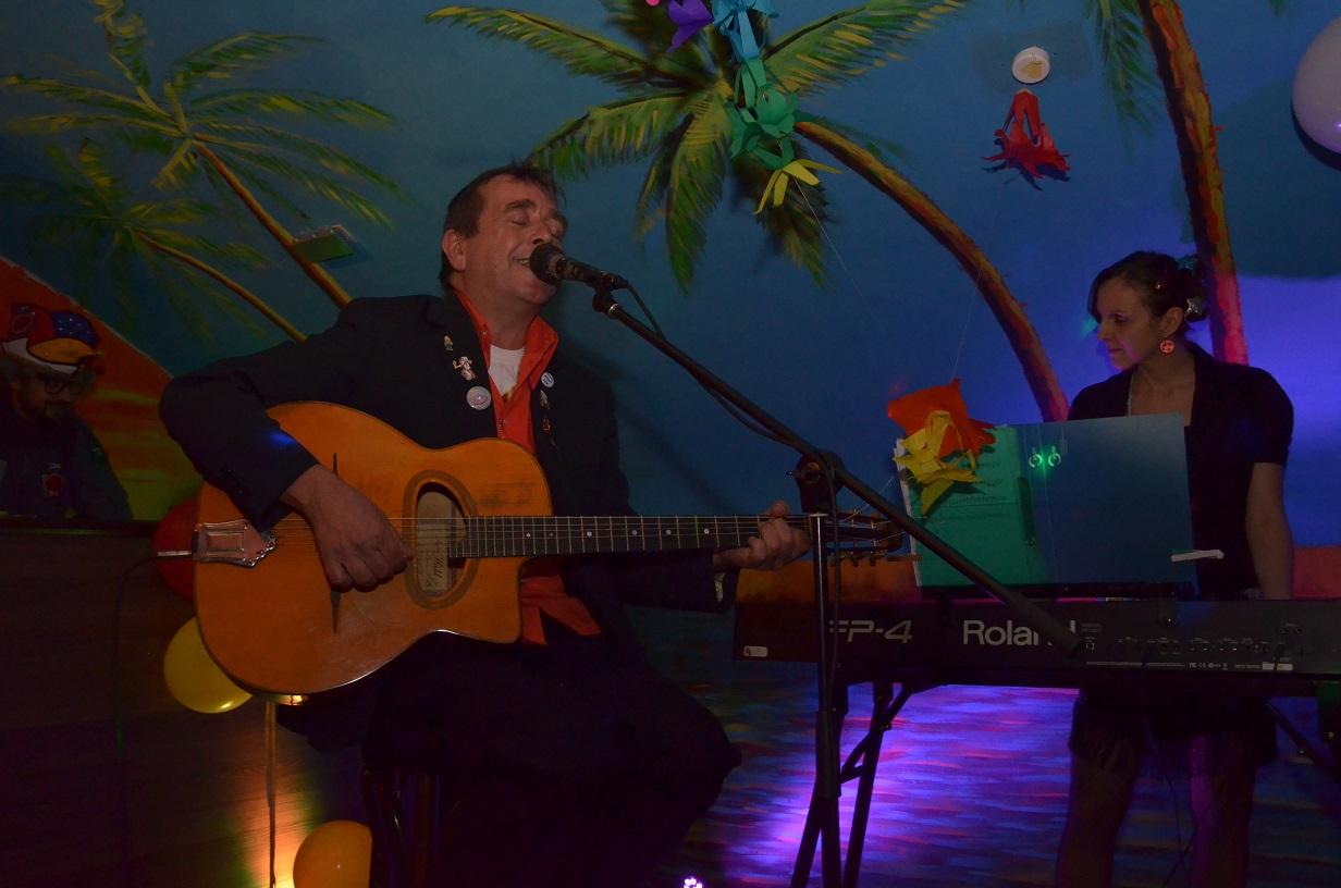 Ein Mann, eine Gitarre - und die Unterstützung von Andrea!