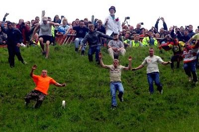 Lễ hội lăn pho mát ở Anh
