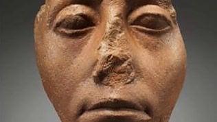 Perché le statue egizie non hanno naso? L'usura non c'entra