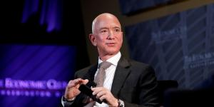 Bezos, Other Corporate Executives Sold Shares Just in Time