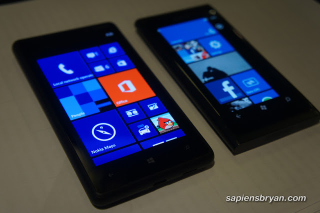 Side by side: Nokia Lumia 820 & Nokia Lumia 800