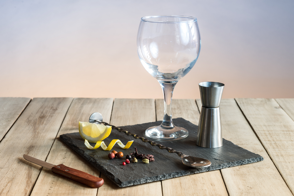 G&T, gin and tonic, how to pour,