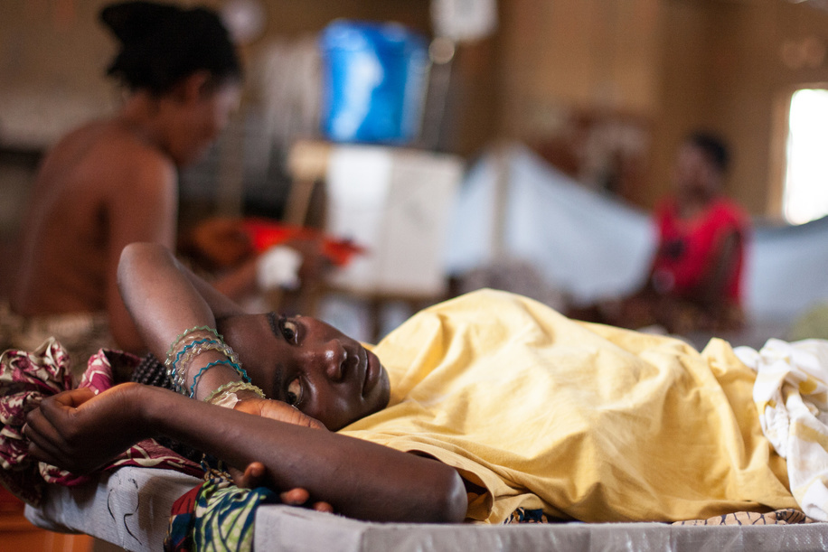 "A female patient lying on a bed at the Wellington Cholera Treatment Centre in Freetown, Sierra Leone.  A cholera outbreak in Sierra Leone has killed almost 300 people and affected more than 20 000. Without support to expand and sustain the response operation, as many as 32 000 cases could be expected this year. The World Health Organization (WHO) and the Ministry of Health and Sanitation have established a cholera control and command centre to coordinate the response to what has turned into a national emergency. WHO has brought in experts in epidemiology, surveillance, case management, logistics, social mobilization, water and sanitation from other WHO offices as well as from the International Centre for Diarrhoeal Disease Research, Bangladesh, and the United Kingdom's Health Protection Agency. Much of the work being done by WHO and partners will help to strengthen the country's capacity to deal with disease outbreaks in the future. However WHO Representative in Sierra Leone Dr Wondimagegnehu Alemu warns that there is an urgent need for investment in infrastructure to improve safe water supply and sanitation. ""Water and sanitation is going to remain a long-term challenge, particularly in the slums in Freetown where people are at high risk of diarrhoeal disease,"" he says. By 27 September 2012, reports of cholera cases were continuing to decrease and the death rates had reduced to less than 1% of cases in 3 out of the 12 affected districts. Some cholera treatment units in Freetown operated by nongovernmental organizations have closed due to reduced cases. However, in the recently affected districts, new cases are still coming in and work must continue to control the outbreak and prevent further deaths from this treatable disease."