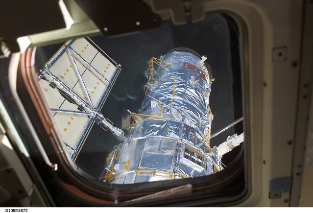 Hubble Space Telescope being lifted from Columbia's cargo bay for release back to orbitNASA photo STS109-E-5872 (9 March 2002) s109e5872.jpg