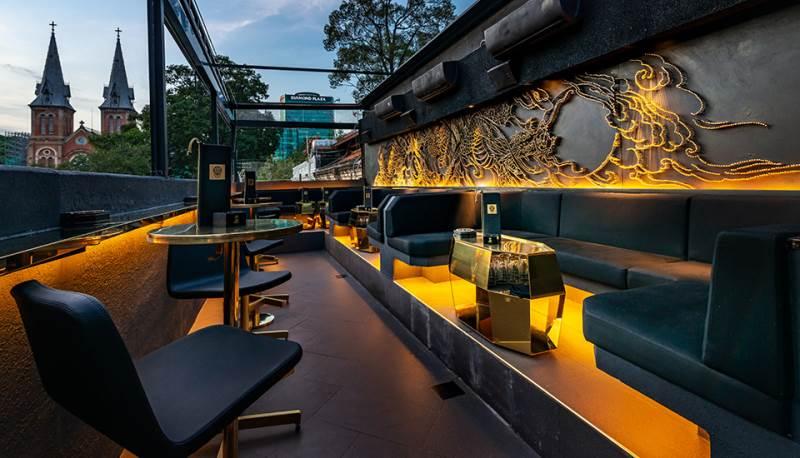 Irusu Lounge là lounge quận 1 có không gian ấm cúng,  view đẹp.