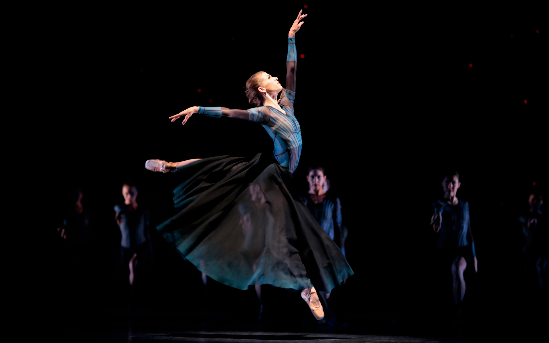 _Ballerina_played_at_the_Theatre_054691_