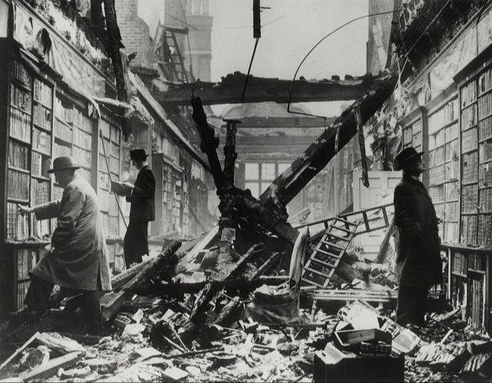 二战期间被摧毁的伦敦荷兰屋图书馆